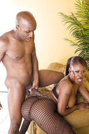Nyeema Knoxxx fucks a big black dong and takes a cumshot on her back