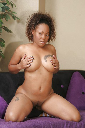 Ebony babe Kyanna Lee stripping down and demonstrating her inviting gash