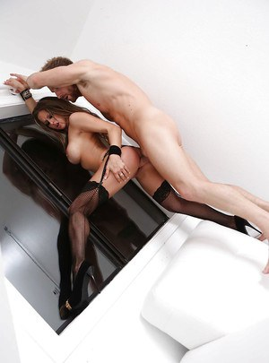 Rachel RoXXX gets her pussy licked and roughly fucked by a well-hung lad