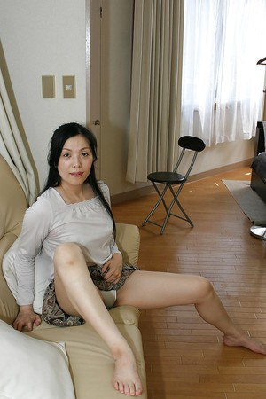 Mature asian lady Mari Inui stripping down and showcasing her hairy gash