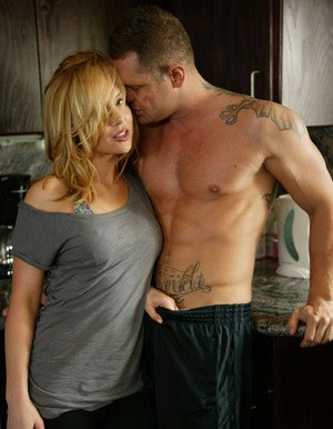 Sporty babe gets fucked in the kitchen by her well-hung boxing coach
