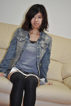 Smiley asian teen Chie Ishida strips down and vibes her cooter