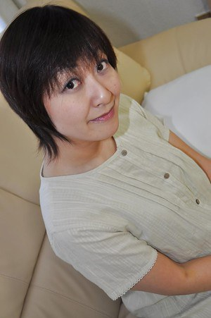 Chubby asian MILF Masae Shimatani undressing and playing with herself