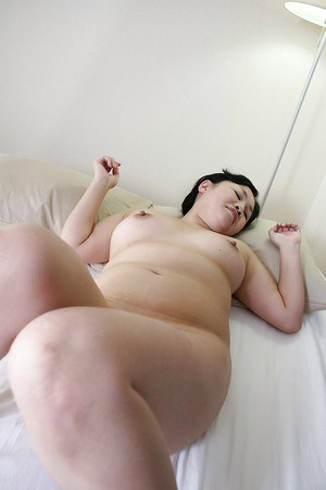 Fatty asian MILF Rumiko Shiga has some pussy fingering and fucking fun