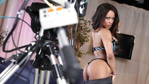 Ebony vixen Kiki Minaj undressing and teasing you with her gorgeous curves