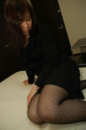 Asian MILF in pantyhose Junko Takeyama uncovering her fuckable curves
