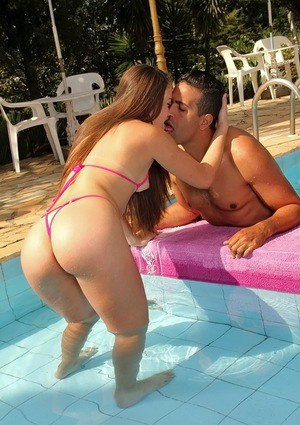 Lewd latina slut with ample butt gets fucked for a facial outdoor