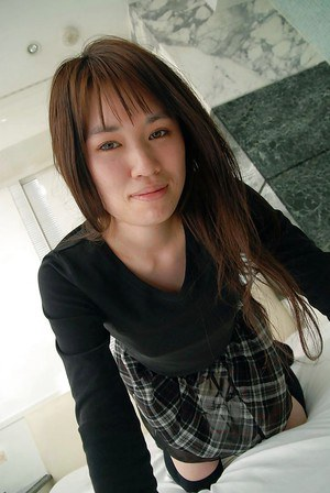 asian teen Kasumi Minasawa undressing and spreading her lower lips in close up