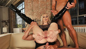 Luscious blonde in thigh latex boots enjoys a fervent anal threesome