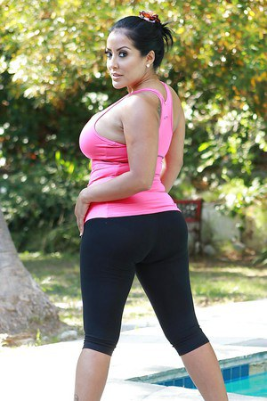 Sporty latina MILF Kiara Mia slowly uncovering her goods outdoor