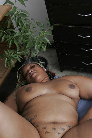 Slutty ebony plumper gets shafted hard and takes a cumshot on her face