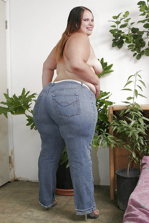 Filthy latina SSBBW bombshell undressing and exposing her fatty butt