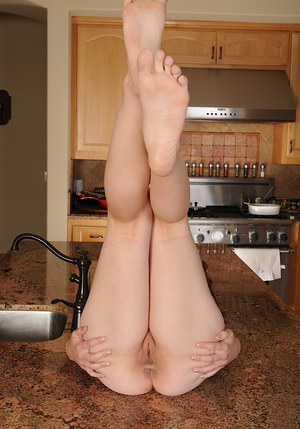 Smiley amateur undresses to expose her sexy soles and shaved pussy