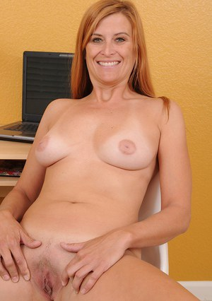 Foxy mature vixen with pretty smile undressing and spreading her pussy lips