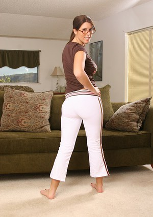 Big titted amateur babe takes off her yoga pants to feel her slit