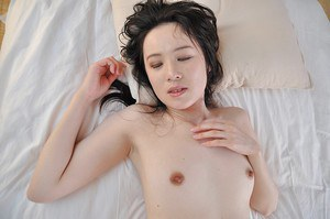 Slim asian MILF gives a nooky and gets her trimmed pussy boned-up