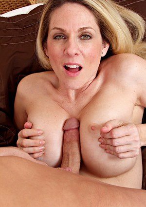 Juggy cougar gives a nooky with ball licking and gets shagged hard
