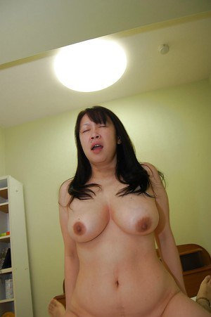 Slutty japanese MILF with big tits gets her hairy cunt cocked up tough