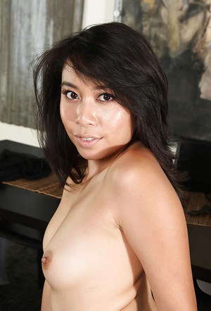 Saucy asian amateur with sexy feet gets rid of her clothes and tights