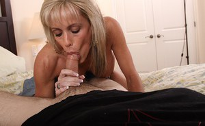 Sultry mature slut gives a sensual blowjob and gets her trimmed pussy slammed