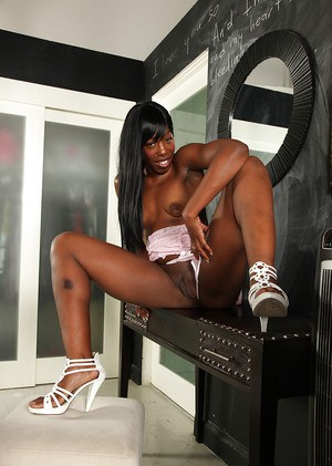 Lustful ebony mature lassie undressing and vibing her hungry twat