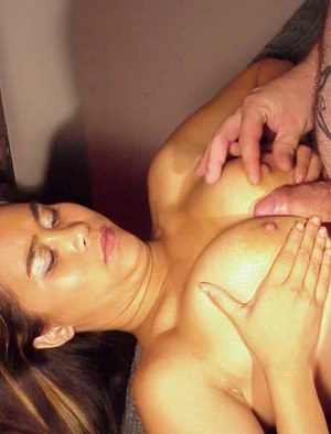 Slutty asian chick gives a blowjob and receives some pussy licking pleasure