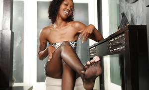 Mature ebony babe in fishnets entertains her fans with solo show