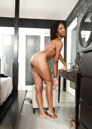 Brave ebony cougar brings on a very intensive pantyhose show