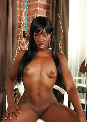 Ebony babe Pepper Deville drops her shorts and reveals lovely clit