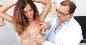 Tough babe Veronica wouldn't mind to use suction device on her cunt