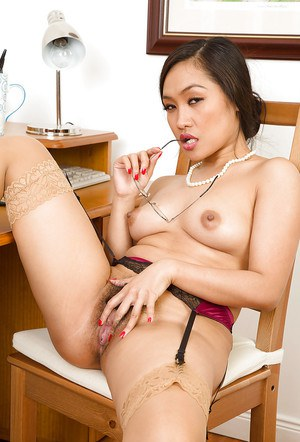 Delicate amateur Asian slut Amy Latina sticks pen into her beaver