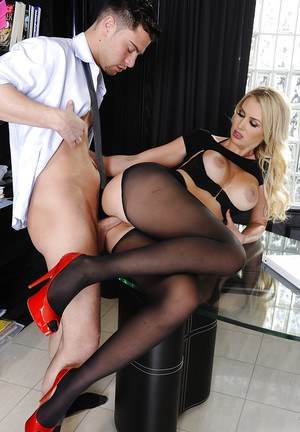 Splendid office babe in pantyhose Gigi Allens gets checked by big dong