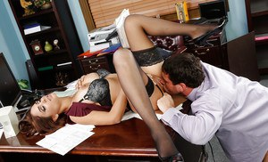 Formful office slut Jasmine Caro gives this pretty dick a chance