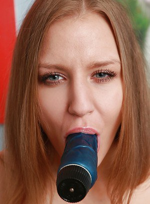 Sex-hungry blonde babe has some anal fun with her favorite sex toy