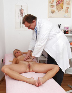Graceful blonde cutie has some fun at her full gyno examinations