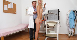 Lovely blonde girl gets features in arousing gyno fetish scene