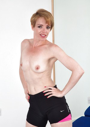 Mature woman Maria loves sport and naked posing with all her heart