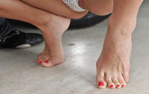 Frolic blonde girlie gets shagged tough and jizzed over her sexy soles
