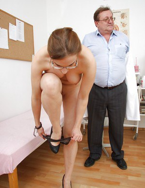 Cute babe with big ass Sona visits her fetish mentor and pisses in cup