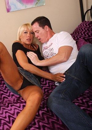 Buff and captivating cougar Bianca lusts for hardcore relationship