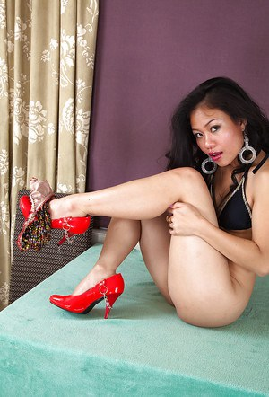 Erotic dreams of horny amateur babe Kimmi makes her really wet