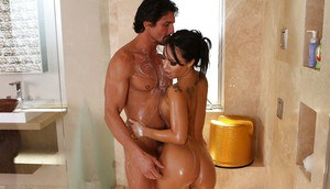 Pretty sightly Asian lass Asa Akira spends time with Tommy Gunn
