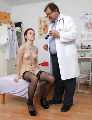 Fetish-loving babe Lea sees her gyno and gets her pussy checked