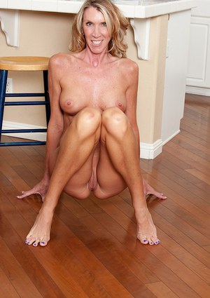 Shaved cunt of the mature babe Brynn Hunter is shown in close up