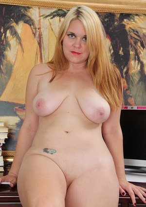 Clothed blondie Lindsay Jackson is teasing her fans with a nice posing