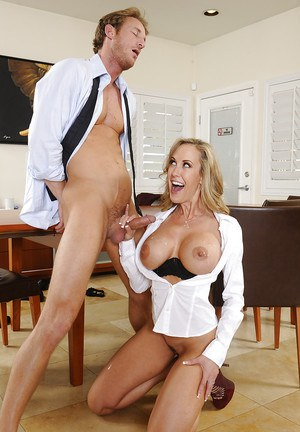 Brandi Love wants to bangs with her employee right at work