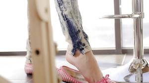 Undressing skinny teen Dunya is taking off her tight jeans