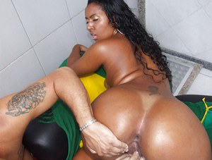 Ebony latina Joyce gives a good blowjob and gets banged deep