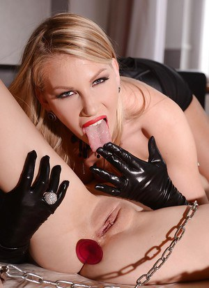 Danielle Maye banging with Chloe Toy and using huge dildos