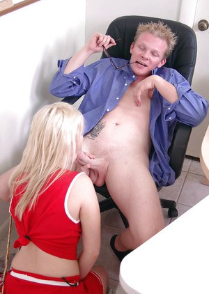 Hardcore blonde cheerleader Kylee gives a stunning blowjob to that guy
